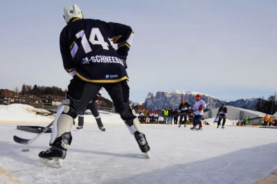 Pondhockey, divertimento in montagna